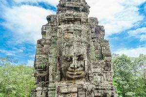 faces de pedra antigas do templo bayon, angkor wat, siam reap, camboja