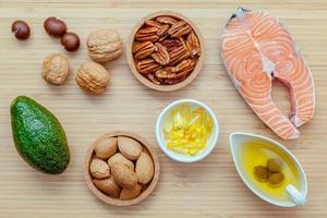 seleção de fontes de alimentos contendo ômega 3 e gorduras insaturadas