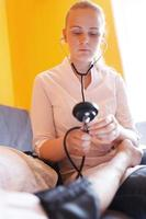 enfermeira com estetoscópio