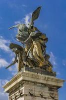 estátua il pensiero por giulio monteverde em vittoriano em roma foto