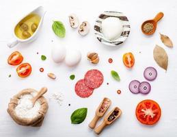 ingredientes frescos para pizza foto