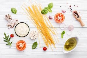 ingredientes de espaguete frescos foto