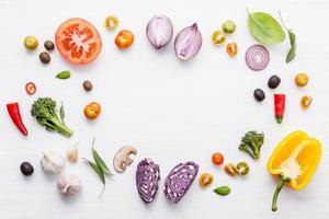 quadro de vegetais e ervas frescos foto