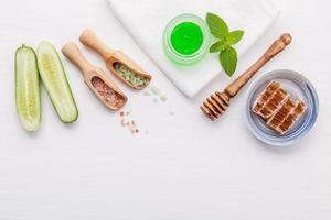produtos à base de ervas naturais para o cuidado da pele foto