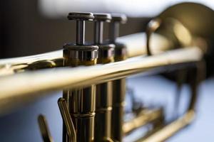 fechar as válvulas de trompete