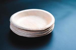 pilha de pratos de papel ecológicos biodegradáveis