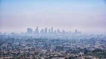 Los Angeles no centro em um dia de nevoeiro