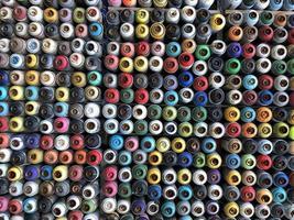 latas de tinta spray usadas