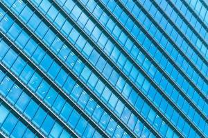 arranha-céu com padrão de janela de vidro