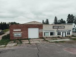 velha garagem abandonada, shopping center foto