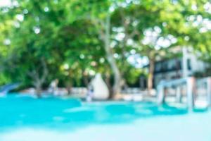 desfoque abstrato e piscina externa desfocada