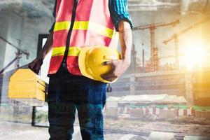 dupla exposição do trabalhador da construção civil em uma construção
