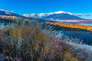 montanha Fuji no lago yamanakako ou yamanaka no Japão foto