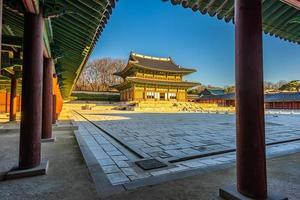 palácio de changdeokgung na cidade de seul, coreia do sul foto