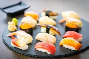 conjunto de sushi nigiri foto