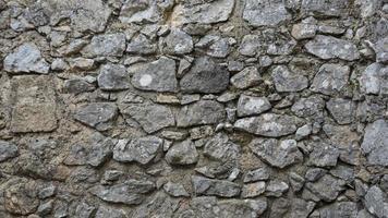 antigo muro do castelo feito de pequenos tijolos de calcário