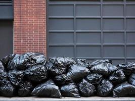 sacos de lixo pretos