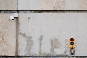 um semáforo na rua em bilbao, espanha foto