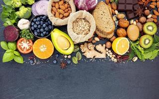 alimentos frescos saudáveis com espaço de cópia foto