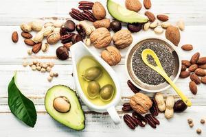 vista superior de alimentos com ômega 3 e gorduras insaturadas