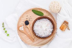 coco cru e óleos essenciais de coco foto