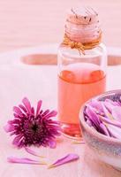óleo de aromaterapia floral foto