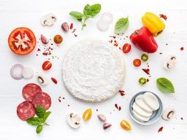 ingredientes de pizza com massa