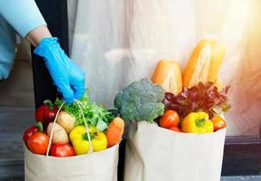 fornecedores de serviços de alimentação. ficar em casa reduza a propagação do vírus covid-19