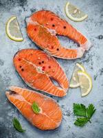 salmão e limão