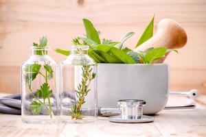 ervas frescas para cuidados de saúde alternativos