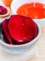 aromaterapia com pétalas de rosa