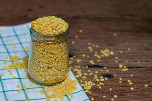 grãos de soja descascados foto