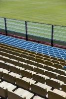 close dos assentos do estádio foto