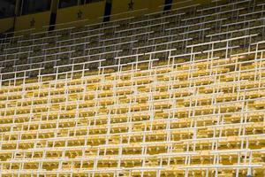 detalhe do close dos assentos marrons do estádio
