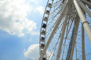 roda gigante branca foto