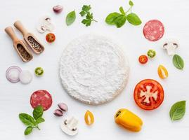 ingredientes de pizza isolados