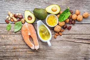 alimentos saudáveis na madeira