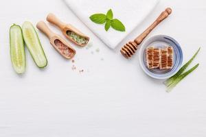 produtos à base de ervas naturais para o cuidado da pele