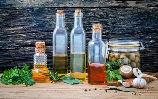 variedade de óleos de cozinha foto