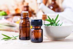 óleo essencial de alecrim fresco foto