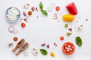 círculo de ingredientes italianos foto