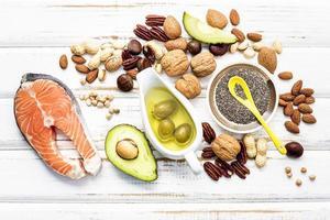 vista superior de alimentos saudáveis em um fundo branco surrado