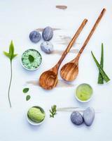 skincare natural e utensílios de madeira