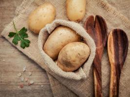 saco de batatas foto