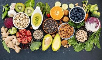 seleção de alimentos frescos foto