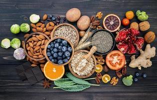alimentos saudáveis frescos foto
