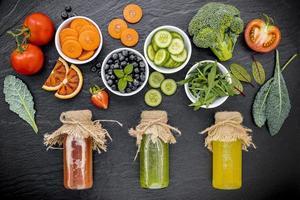 suco de frutas frescas e vegetais
