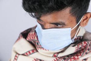 close-up de homem com máscara protetora foto