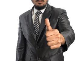 jovem empresário confiante em terno isolado no fundo branco foto
