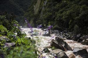 rio urubamba no peru foto